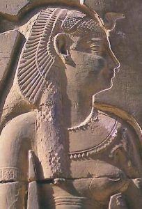 Représentation de Cléopâtre VII de profil, portant une coiffe royale