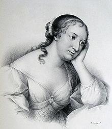 Dessin en noir et blanc de Madame de La Fayette portant une robe décolletée à manches bouffantes. Ses longs cheveux sombres sont noués à l'arrière et lui bouclent sur la nuque, et elle appuie sa tête dans sa main gauche.