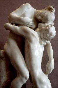 Cette sculture de Camille Claudel représente un coupe enlacé
