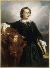 Autoportrait de Rosa Bonheur en robe noire, debout à côté d'un bovin. Sa main gauche tient du matériel à dessin et sa main droite, appuyée contre l'animal, tient un pinceau.