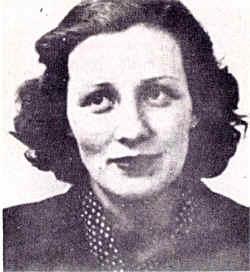 Photographie en noir et blanc de Marie-Madeleine Fourcade montrant son visage de face, à demi-souriante
