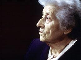Photographie de Lucie Aubrac âgée, montrant son visage de profil
