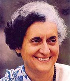 Photographie d'Indira Gandhi souriante