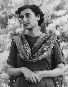 Photographie en noir et blanc d'Indira Gandhi