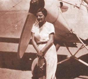 Lotfia ElNadi devant un avion
