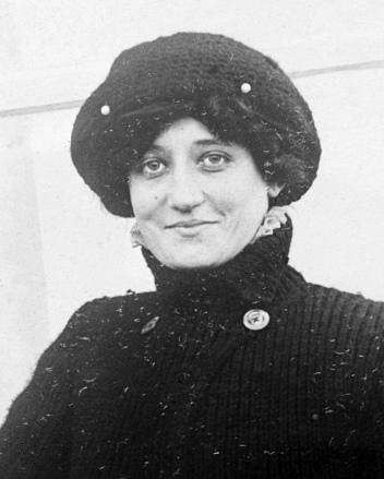 Élise Léontine Deroche, ou baronne Raymonde de Laroche