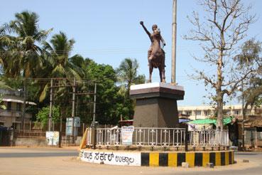 Statue de Rani Abbakka Chowta, reine d'Ullal en Inde