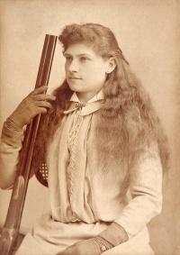 Annie Oakley vers 1880 (Baker's Art Gallery)