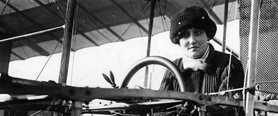 La baronne Raymonde de Laroche, première aviatrice brevetée