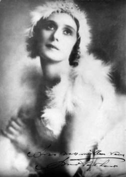 Anna Pavlova en costume pour La Mort du Cygne, 1928, par Frans van Riel
