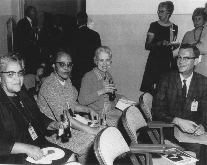 De gauche à droite : Dorothy Vaughan, Leslie Hunter, Vivian Adair