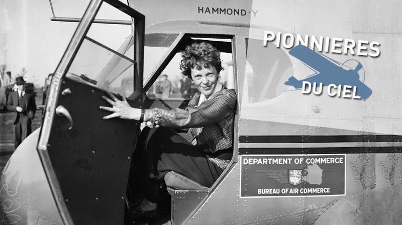 """Cette photo en noir et blanc d'Amelia Earhart est une illustration du jeu-webdocumentaire """"A la rencontre des pionnières du ciel"""""""