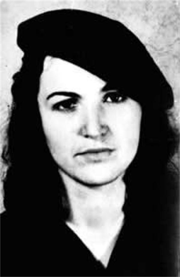 Portrait en noir et blanc de Tamara Bunke ou Tania la guerrillera portant un béret