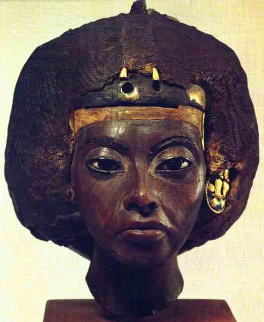 Ce buste représente le visage de la reine d'Egypte Tiyi