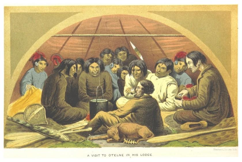 Cette image montre deux visiteurs blancs accueillis au sein d'une tente par une douzaine d'Innus.