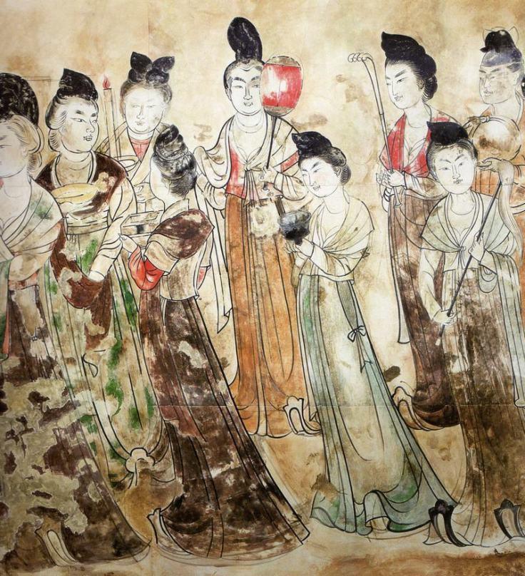 Cette photographie est une fresque issue de la sépulture de la princesse Yongtai (mausolée de Qianling). Elle montre une dizaine de dames de cour de la dynastie Tang debout.