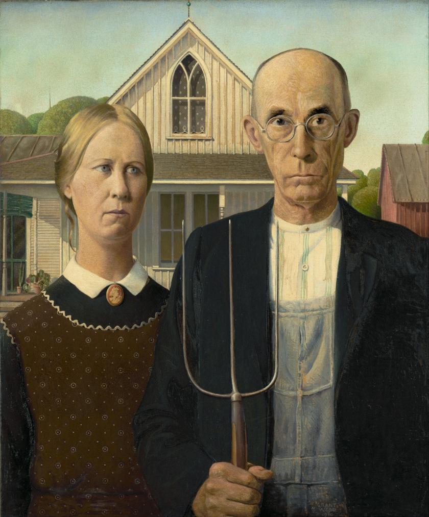 Le célèbre tableau American Gothic de Grant Wood montre un paysan tenant une fourche à côté de sa fille ; ils sont devant une maison de bois et portent tous deux des vêtements traditionnels.