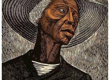 Cette image est une litographie d'Elizabeth Catlett représentant un métayer noir, portant une veste noire retenue par une épingle à nourrice et un chapeau de paille.