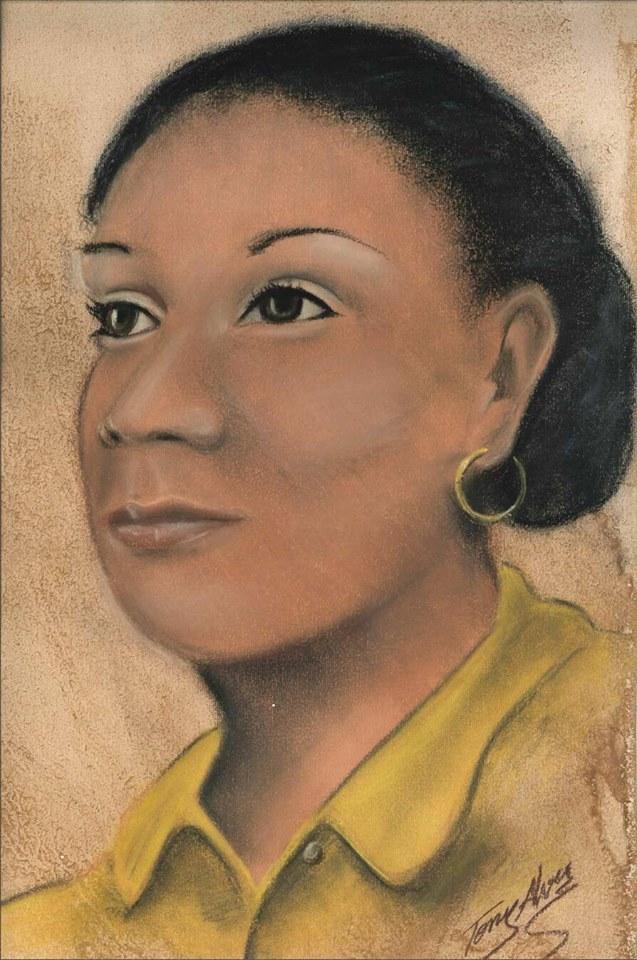 Ce dessin représente Maria Firmina dos Reis de profil. Femme métisse, elle a la peau brune, les yeux et les cheveux noirs. Elle porte un vêtement au col jaune, des boucles d'oreille, et ses cheveux sont retenus en chignon.