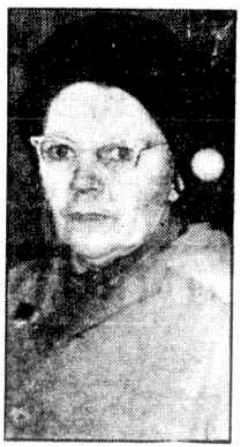 Cette image en noir et blanc est une photographie de Pearl Gibbs. La photo est de mauvaise qualité. Pearl Gibbs y porte des lunettes aux montures épaisses.