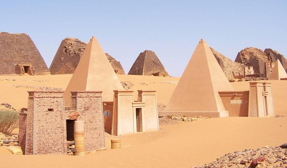 Cette photo montre les pyramides de Méroé au Soudan