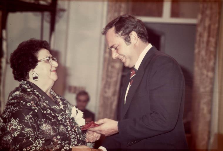 Mary Two-Axe Earley reçoit le Prix du gouverneur général en commémoration de l'affaire « personne » pour son travail en faveur de l'égalité des femmes et des filles au Canada