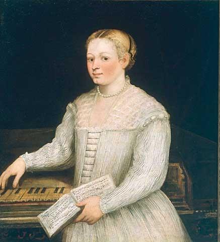 Cette image est un autoportrait de Marietta Robusti. La peintre est représentée debout devant un clavecin, des partitions à la main. Elle porte une riche robe blanche un collier de perles et ses cheveux blonds sont retenus dans une coiffure sophistiquée.