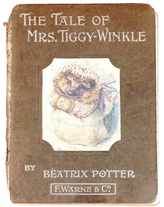 Cette image montre la couverture du livre de Beatrix Potter The Tale of Mrs Tiggy Winkle